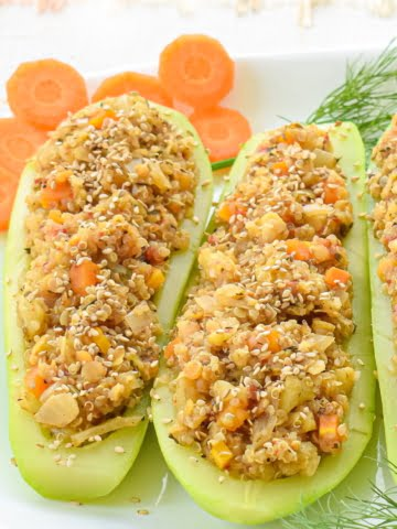 These oil-free, delicious and filling, juicy zucchini will surprise you with their satisfying flavor! A great combination of hearty, protein-rich lentils and satiating quinoa on a fresh and juicy zucchini boat. Quite satiating as well due to the lentils and the quinoa.