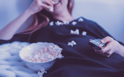 Why Eating while Watching TV is even Unhealthier than You Think