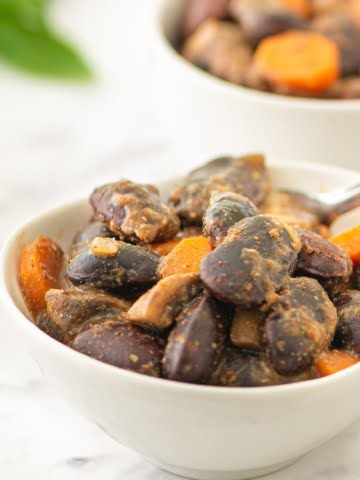 One super healthy Baked Giant Beans with Mushrooms recipe! Prepared with only whole plant-food ingredients, without any oil. 100% vegan! Soft giant beans, combined with highly nutritious mushrooms and veggies, seasoned with cumin, thyme, paprika, and nutritional yeast!